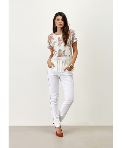 T- Shirt com estampa em flores